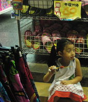 Click Here to view Girl eating chicken in Full Size