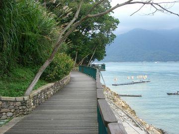 Walking trail along the banks of SunMoon lake