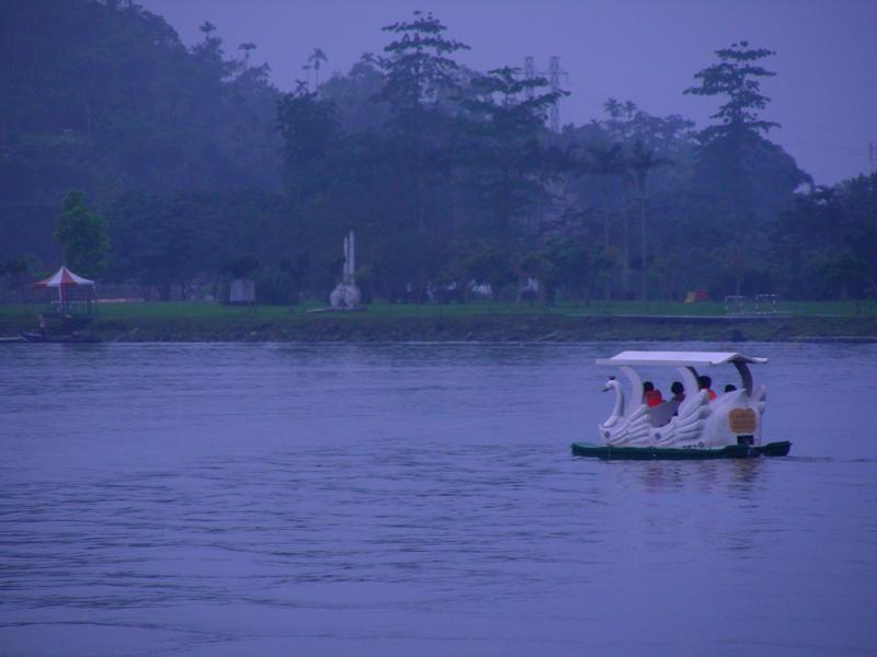 Boat on Liyu Lake
