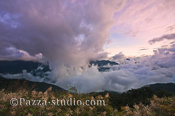 The clouds of Herhuan Shan in the sunset