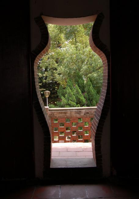 Vase Door