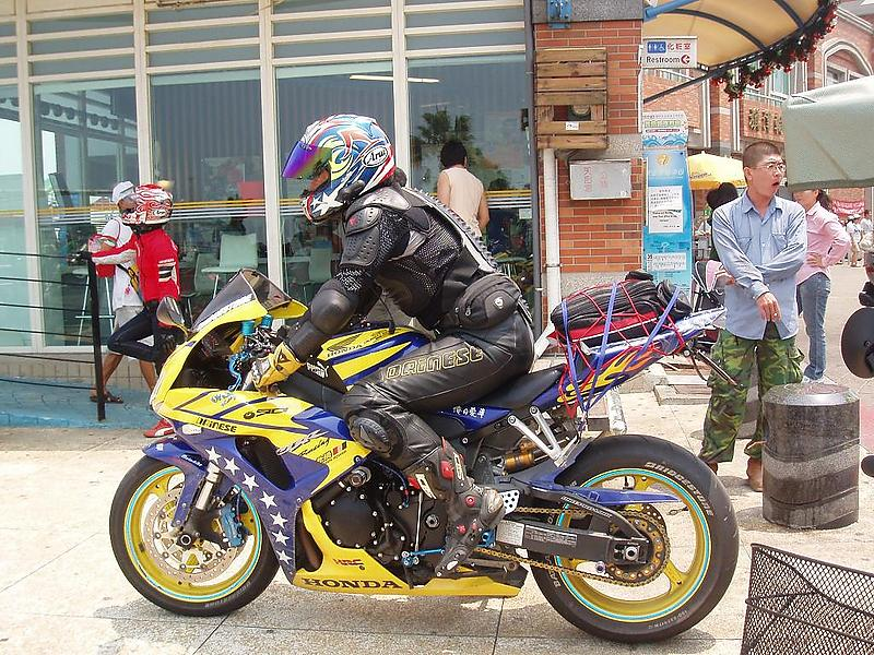 biker on cijin beach
